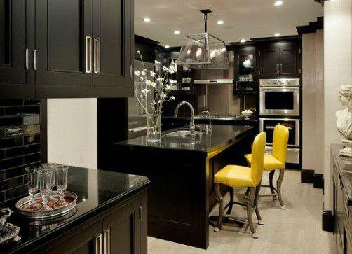 Интерьер кухни в черно белых тонах